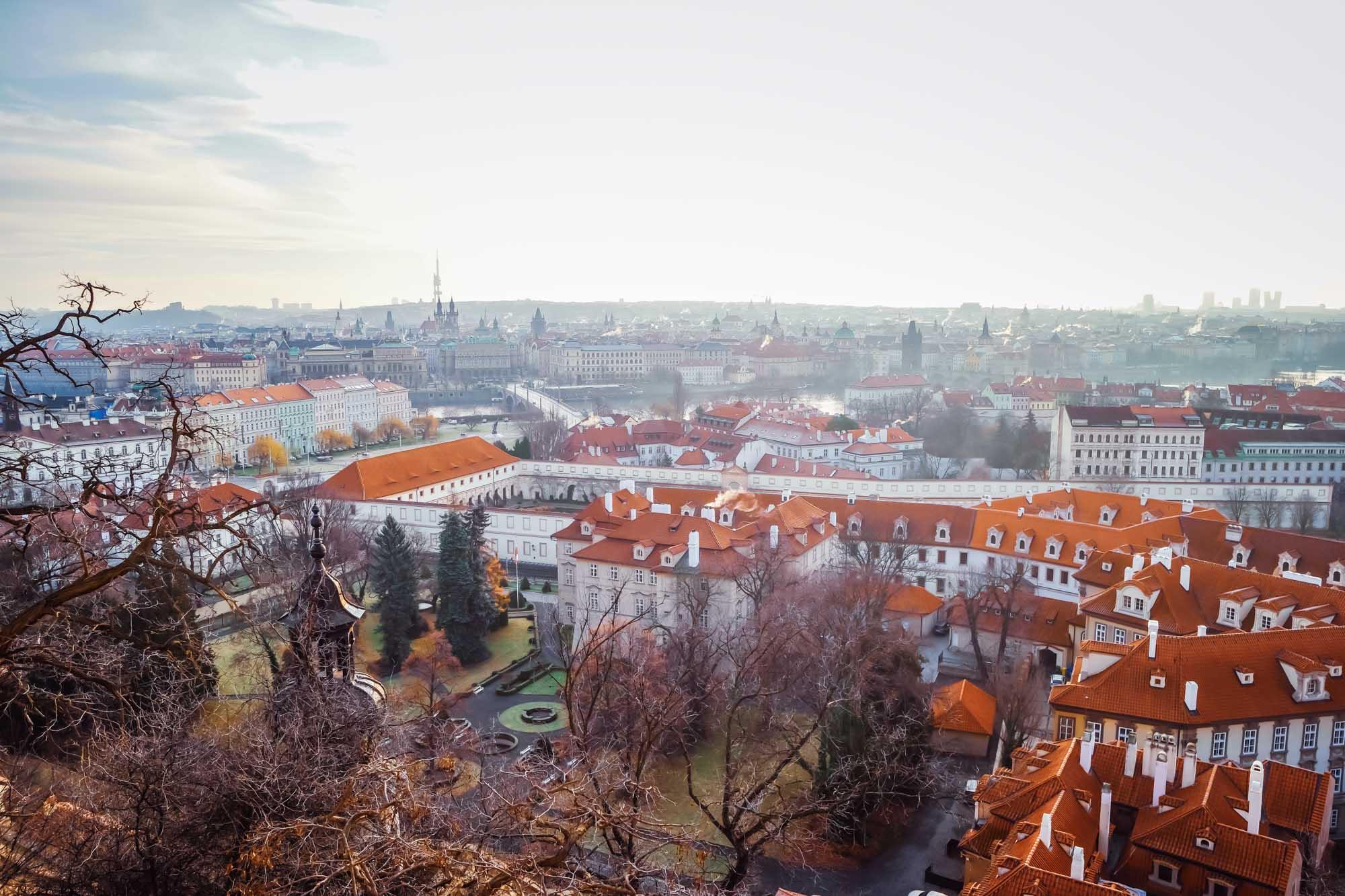 La vue depuis l'entrée du château de Prague