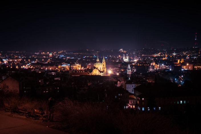 Vue nocturne de la ville de Prague