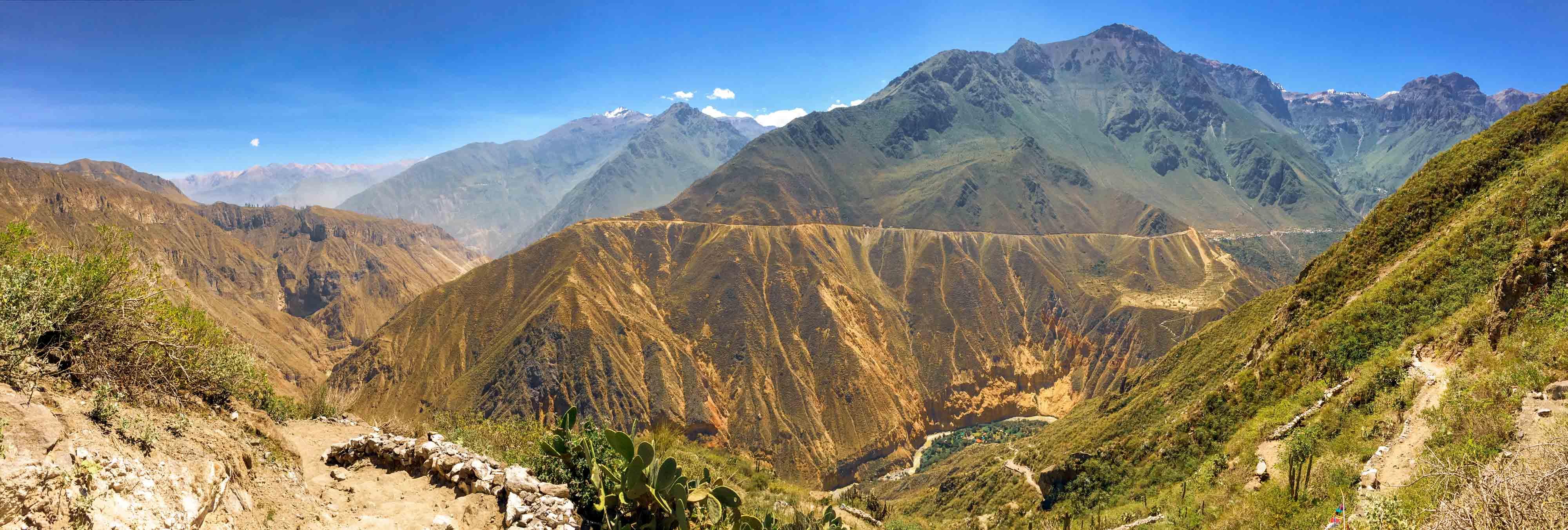 La descente vers l'oasis de Sangalle - Canyon de Colca